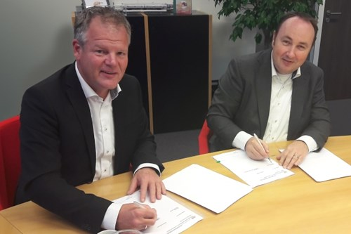 Ard Romers, Managing Director VDL Bus & Coach Nederland bv and Maurice Unck, Managing Director RET