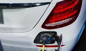 Daimler pushes switch to electric with €20B worth of battery cells
